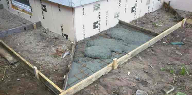 Отмостка из бетона: заливка опалубки