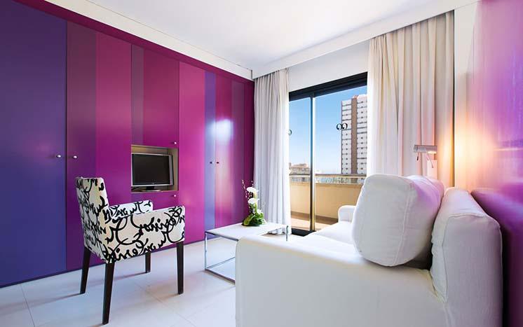 Вариант отделки квартиры в фиолетовом цвете
